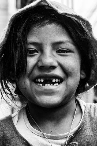 """""""Esta criança sim ia à escola. Ela me disse que tinha aula pelas manhãs e que pelas tardes ficava na rua com sua mãe""""."""