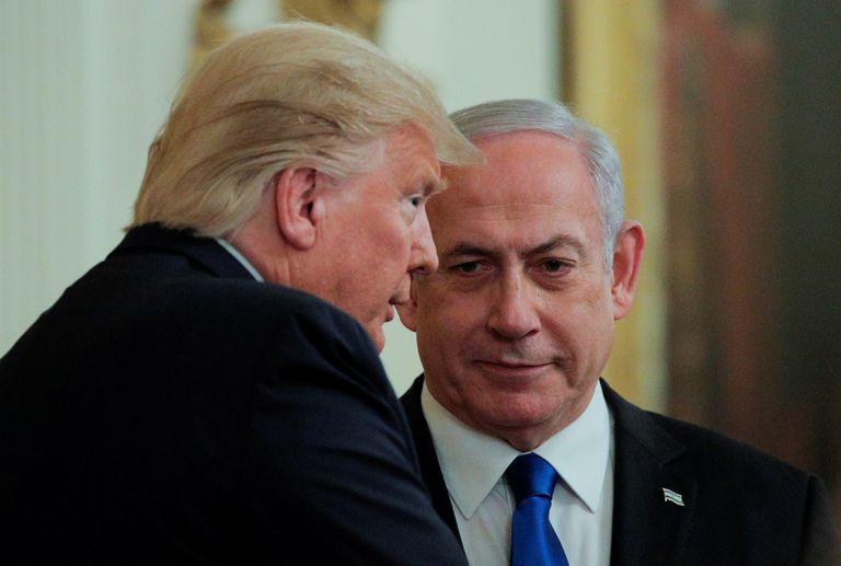 O presidente dos EUA, Donald Trump, e o premiê de Israel Benjamin Netanyahu, em um encontro sobre a política norte-americana para o Oriente Médio na Casa Branca, em janeiro de 2020,