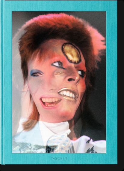 Se tem a carteira repleta, faz com uma cópia da edição limitada de 'Mick Rock. The rise of David Bowie', publicado por Taschen. Para fãs terminais.