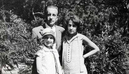 Cécile com Paul Éluard, seu pai, e Gala, sua mãe.
