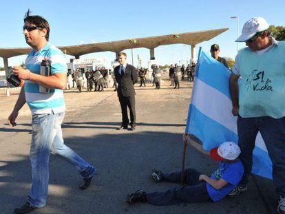 Ambientalistas argentinos e uruguaios se manifestam contra a UPM.