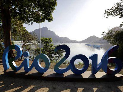 Remadores na Lagoa de Freitas, no Rio de Janeiro.