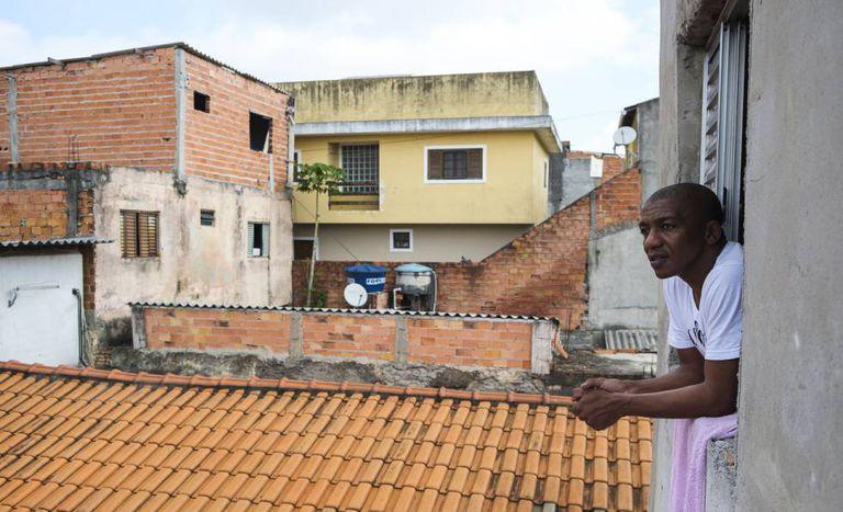 Líder comunitário, Marcelo passou pela prisão após policiais o ligarem a uma porção de drogas.