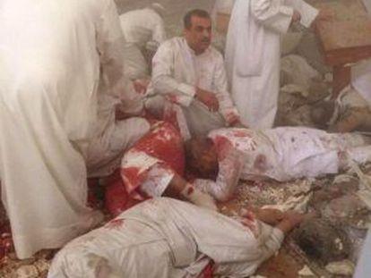 Vítimas do atentado em uma mesquita no Kuwait, nesta sexta-feira.
