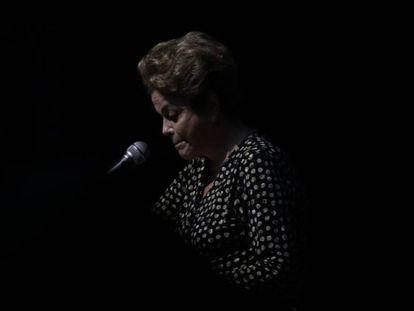 Dilma discursa a mulheres, um dos seus últimos compromissos antes do afastamento.