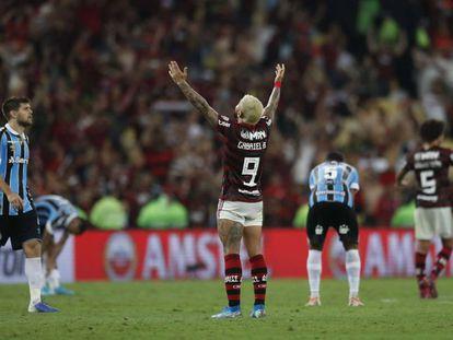 Gabigol comemora classificação contra o Grêmio.