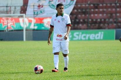 Geovani, da Portuguesa, rompeu os ligamentos na partida contra o Água Santa, em 10 de março.
