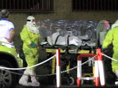 Auxiliar infectada por ebola no hospital em Madri.