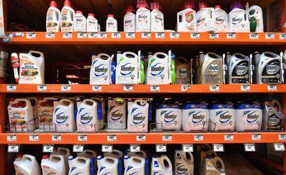 Frascos de Roundup em um supermercado da Califórnia
