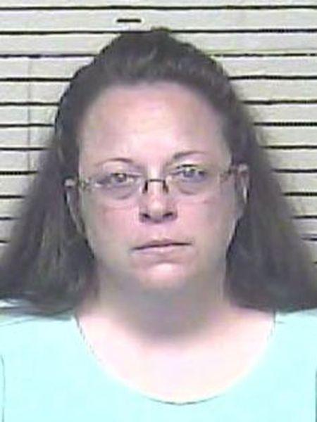 Kim Davis, ao entrar em prisão nesta quinta-feira