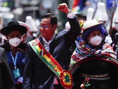 Luis Arce, no presidente da Bolívia, após ser empossado neste domingo.