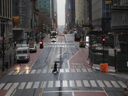 A rua 42, em Manhattan, vazia no horário de pico.