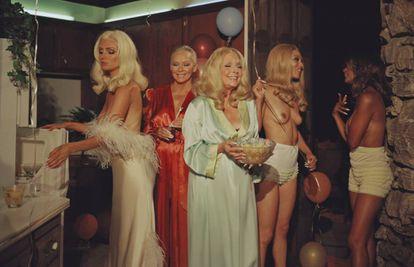 Brande Roderick, Candace Collins, Vitória Valentino, Raquel Pomplun e Reneé Tenison em uma das imagens do ensaio da 'Playboy', postada na conta oficial da revista no Twitter.