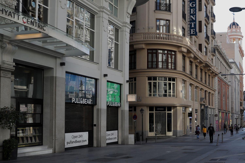 A cidade de Madri praticamente vazia pelo fechamento de lojas e serviço de hotelaria pelo coronavírus.