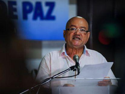 Carlos Antonio Lozada, durante o anúncio das FARC.