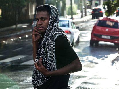 Rico Dalasam em uma rua de Perdizes, em SP.
