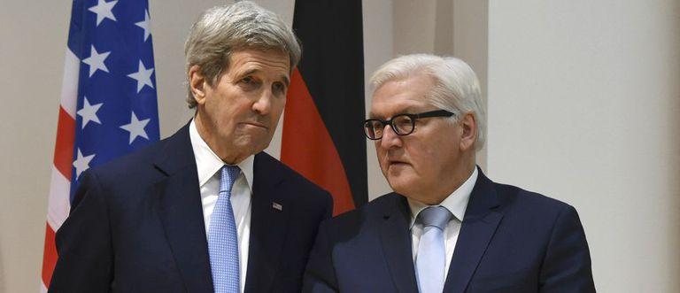 John Kerry e o alemão Frank-Walter Steinmeier.