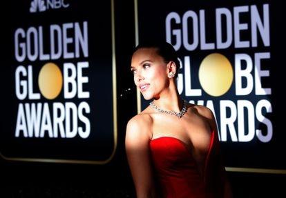 A atriz Scarlett Johansson chega para a cerimônia do Globo de Ouro em 2020.