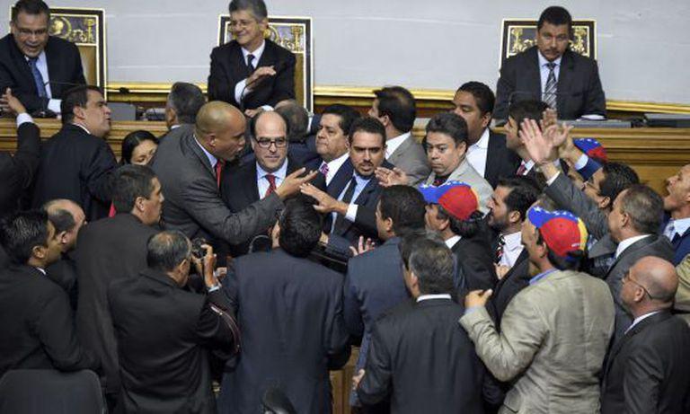 Tensão na assembleia venezuelana, na terça-feira