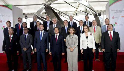 Rajoy e Peña Nieto posam para foto com líderes em Veracruz.