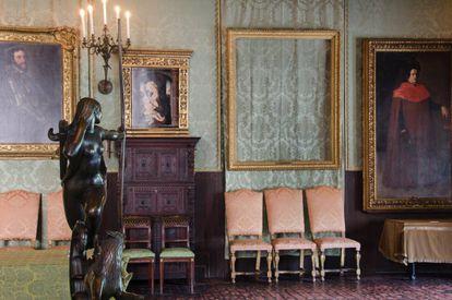 Uma imagem do museu Isabella Stewart Gardner, sem as obras levadas.