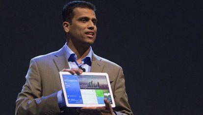 Nanda Ramachandran, vice-presidente de Samsung, apresenta o tablet de 12 polegadas.