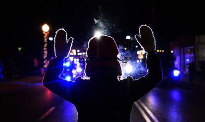 Manifestante em novembro, na localidade de Ferguson (Missouri).