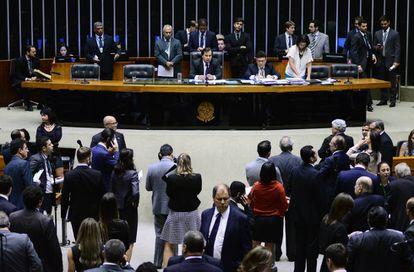 Deputados durante a sessão plenária.