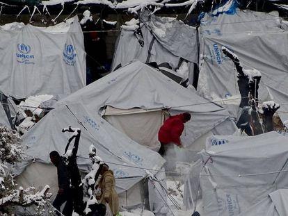 Neve em campo de refugiados de Moira, na ilha de Lesbos, na Grécia.