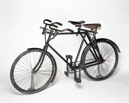 A Roulette sociável, de 1899. Havia uma versão popular em forma de triciclo. A empresa faliu em 1901, por isso foram fabricados poucos exemplares