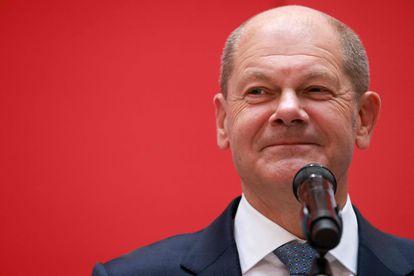 Olaf Scholz, candidato social-democrata a primeiro-ministro da Alemanha, nesta segunda-feira na sede do partido em Berlim.