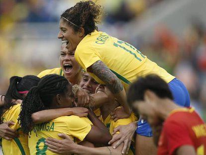 Brasil x China: Mônica abriu o placar.