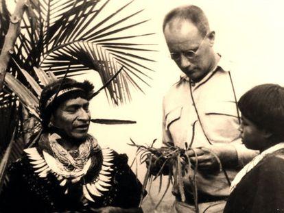Salvador Chindoy (à esquerda), médico tradicional camsá (Colômbia), junto com o etnobotânico Richard Evans Schultes, em 1960.