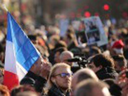 Paris foi a capital mundial contra o terrorismo no domingo. Atos reuniram dezenas de dirigentes, incluindo o presidente