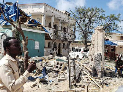 Escombros deixados pelo atentado terrorista.
