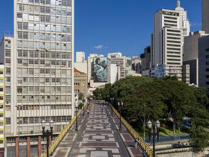 O viaduto de Santa Efigênia, em São Paulo, no início do confinamento.