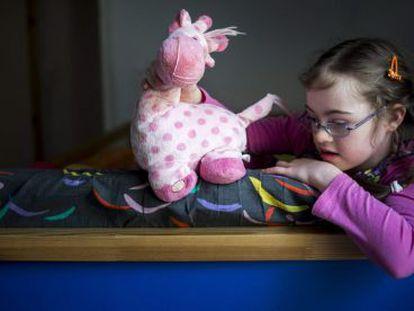 Szirka Voith, uma criança húngara de nove anos com síndrome de Down.