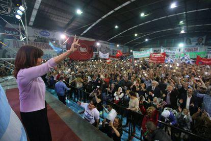 Cristina saúda a multidão no clube Atlanta
