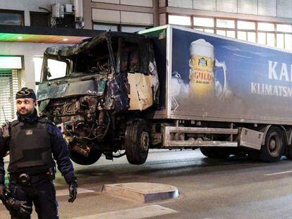 Caminhão utilizado no atentado em Estocolmo.