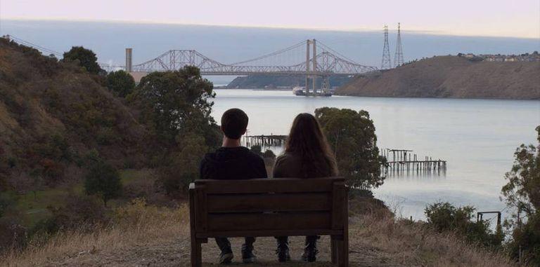 Dylan Minnette e Katherine Langford na série de Netflix 'Thirteen Reasons Why'.