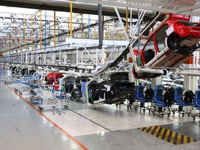 Fábrica em Taubaté. Governo aumentou o IPI sobre veículos, como uma das medidas do ajuste econômico
