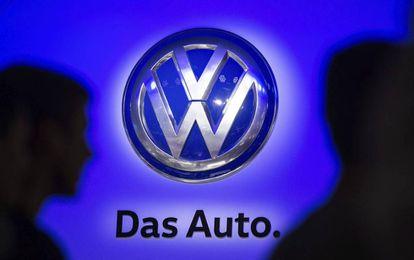 Logotipo da Volkswagen e seu slogan na Feira do Automóvel de Frankfurt.