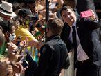 BRA103. BRASÍLIA (BRASIL), 07/09/2020. El senador e hijo del presidente Jair Bolsonaro, Flavio Bolsonaro (d), participa hoy lunes, en una ceremonia en el Palacio de la Alvorada, en la ciudad de Brasilia. El mandatario encabezó este lunes un sencillo acto por el Día de la Independencia, que fue menos rimbombante que otros años debido a la pandemia de COVID-19, que ya ha causado cerca de 127.000 muertes en el país. EFE/ Joédson Alves