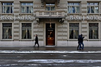 Fachada de uma unidade do banco Safra em Zurique, na Suíça, em 2012.