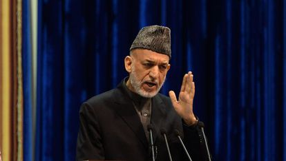 O presidente do Afeganistão, Hamid Karzai, fala a uma assembleia local.