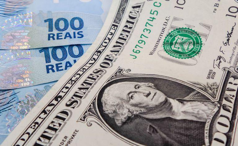 Após dias de recuo, dólar volta a subir ante o real.