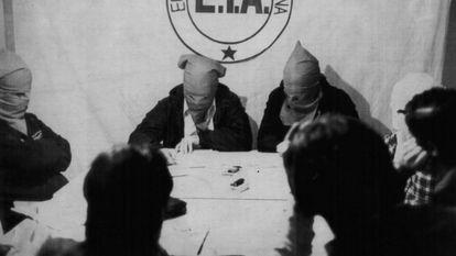 Membros do ETA em 22 de fevereiro de 1980, um dia após o atentado do Palácio de La Moncloa.