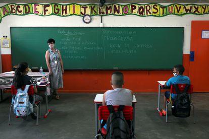 Primeiro dia de retomada de aulas presenciais na escola Thomaz Rodrigues Alckmin, em São Paulo.