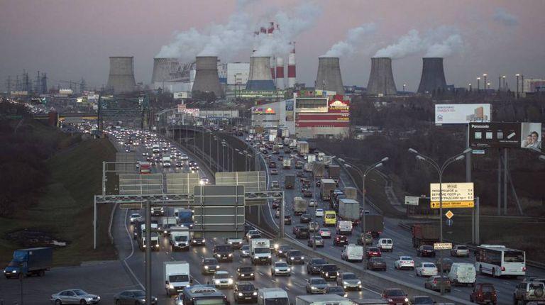 Termoelétrica ao lado de uma estrada em Moscou na semana passada