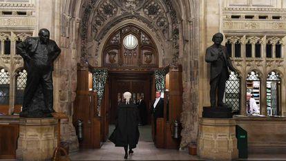 Advogado do Parlamento britânico leva da Câmara dos Lordes à Câmara dos Comuns na segunda-feira a lei que obriga a prorrogar o Brexit.